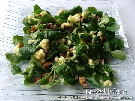 un belle salade au roquefort et noix